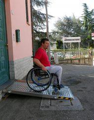 rampa disabili per gradini ingresso